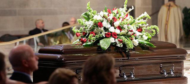 Как хоронят и поминают католиков: ритуальные традиции